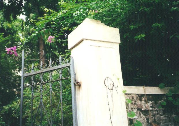 Ahmedabad pillar with Q